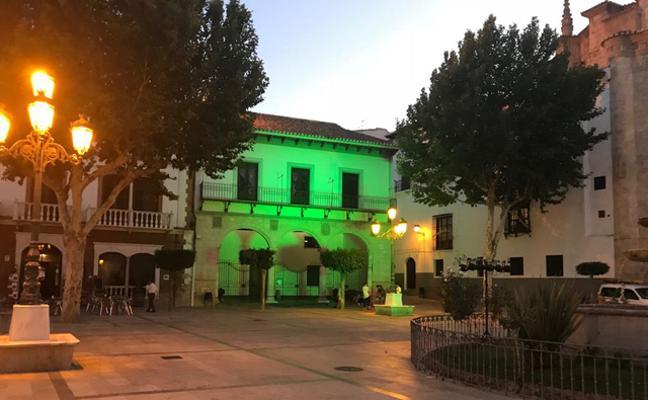 El antiguo Ayuntamiento de Baza se ilumina de verde como gesto hacia el Día Mundial de la Salud Mental