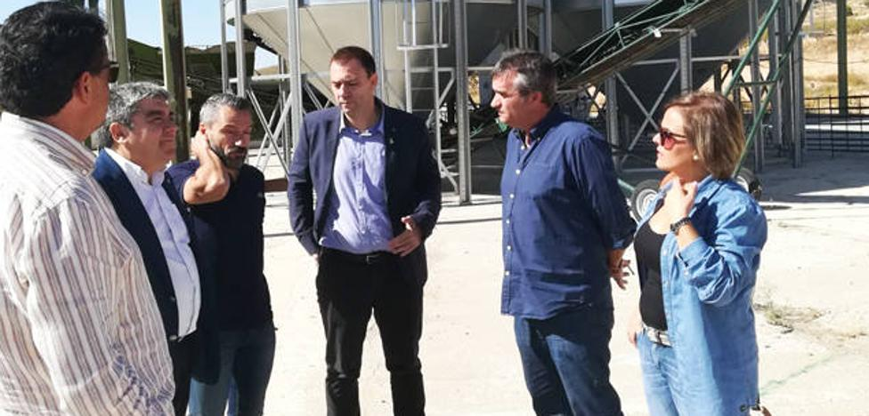 Agricultura entrega cerca de 80.000 euros a la cooperativa Agro Olivarera de Huéscar