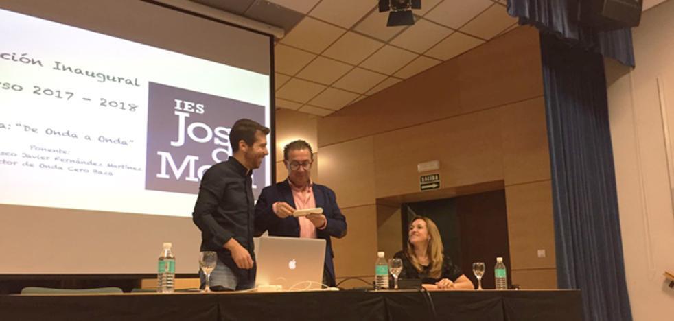 El IES José de Mora inaugura oficialmente el curso con una ponencia de Javier Fernández