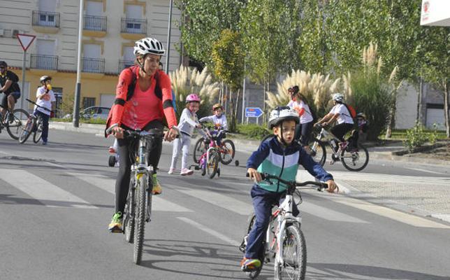 400 de ciclistas participan en el Día de la Bicicleta
