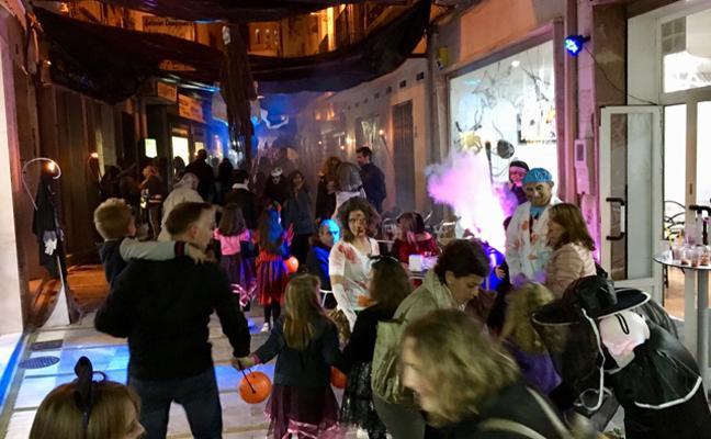 Diversión y gamberrismo se mezclan en la noche Halloween en Baza