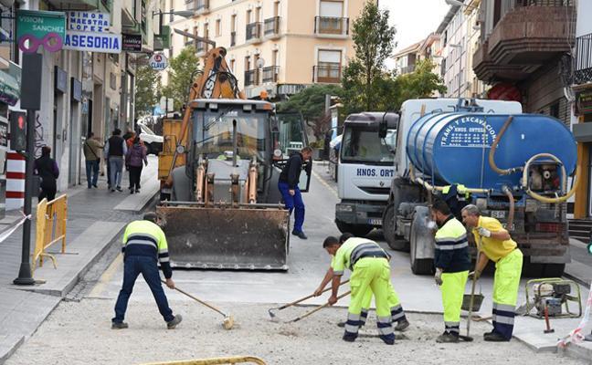La avenida José de Mora y las calle Alamillos cortadas al tráfico por obras