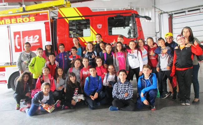 100 escolares de Macael visitan el Parque de Bomberos de Baza