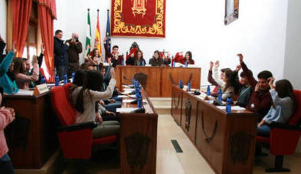 Concejales y estudiantes de Baza preparan el pleno juvenil del próximo 1 de diciembre