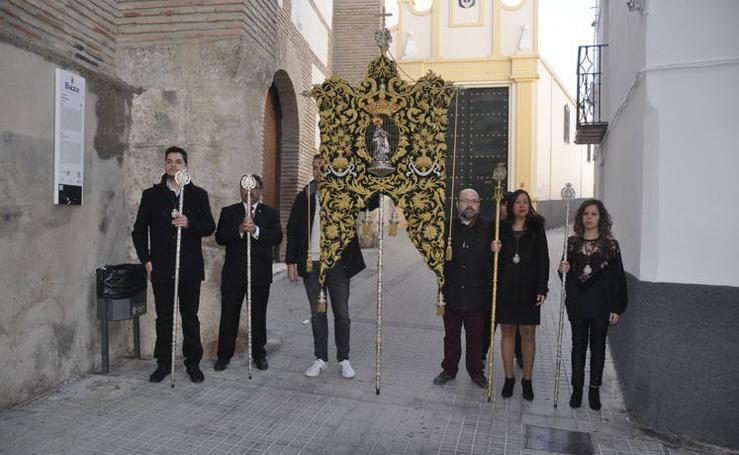 La Hermandad del Rocío de Baza acude a la iglesia de la Piedad con su nuevo Simpecado
