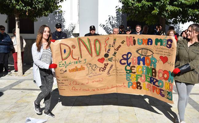 'Frente a la violencia de género Baza no es cómplice', lema del 25-N