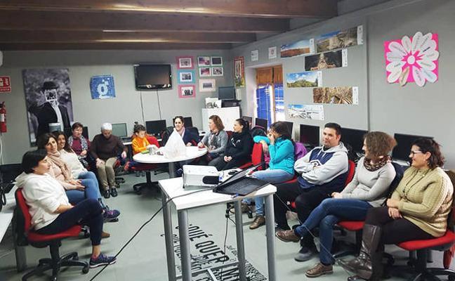 El Centro Guadalinfo de Huéscar celebra una sesión de Nertworking
