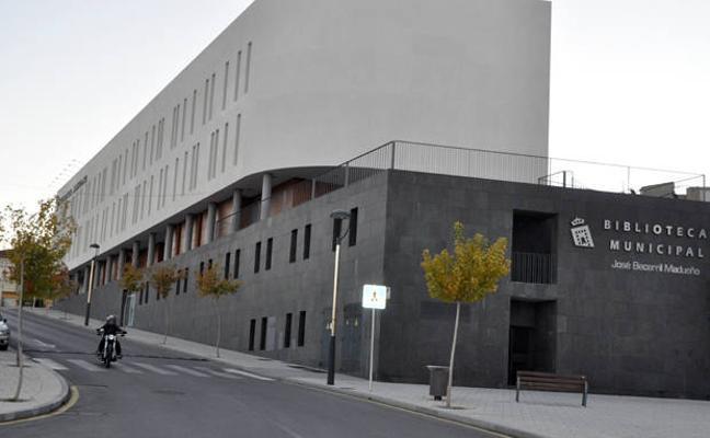 La residencia de mayores y el hospital ofrecerán a sus usuarios libros de la biblioteca municipal de Baza