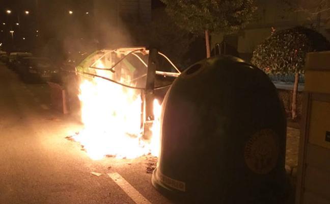 Alerta en Baza por la quema de contenedores