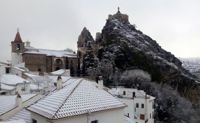 Se mantiene el aviso de nevadas y llegan bajas temperaturas a Baza y Huéscar