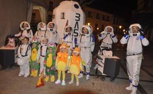 'Atrapa la Bandera', ganadores del concurso de disfraces de un carnaval en declive