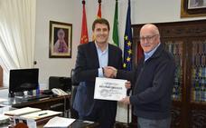 El Ayuntamiento recibe un reconocimiento por potenciar y proteger la fiesta de Cascamorras