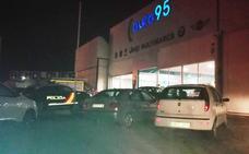La Policía investiga la muerte de un hombre encontrado bajo un coche en su concesionario de Baza