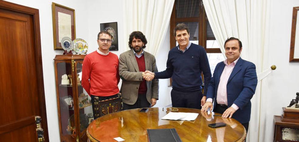 Ayuntamiento y Autedia firman un contrato de diez años para el autobús urbano de Baza