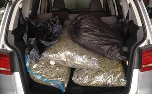 La Guardia Civil de Tráfico de Baza interviene 27 kilos de cogollos de marihuana en la A-92