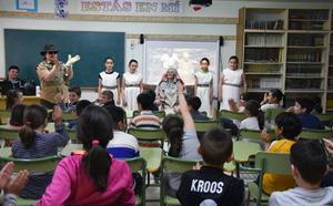 La Dama de Baza y su descubridor recorren los colegios