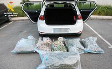 Detenido por transportar 27 kilos de marihuana en un coche por la A-92N