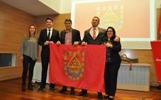 60 asociaciones y colectivos sociales de Baza reciben la bandera de la ciudad