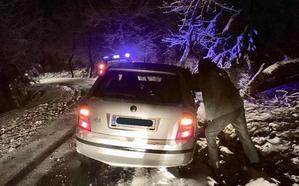 Siete vehículos atrapados en la nieve en la carretera del Tranco