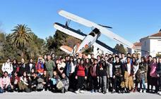 Alumnos del IES García Lorca visitan la Base Aérea de Armilla