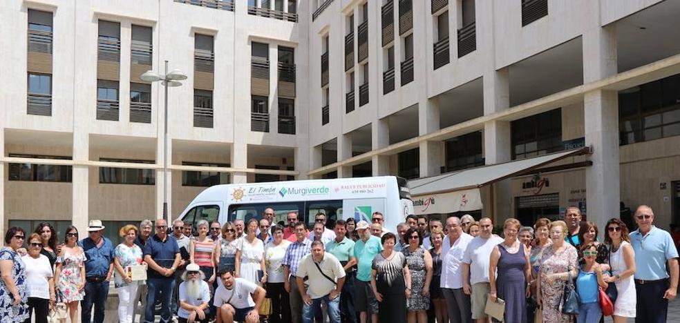 'El Timón' adquiere un vehículo gracias al apoyo de casi una veintena de empresas