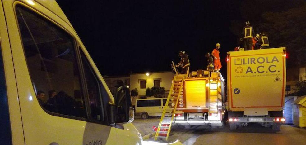 Rescatan a un hombre del interior de un camión de la basura en El Ejido