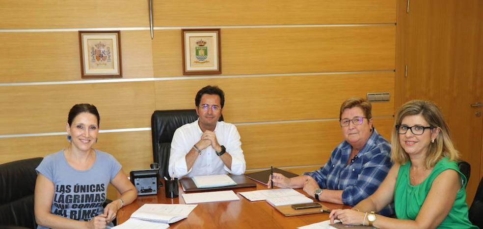 El Ayuntamiento analiza las necesidades en materia educativa de cara al próximo curso