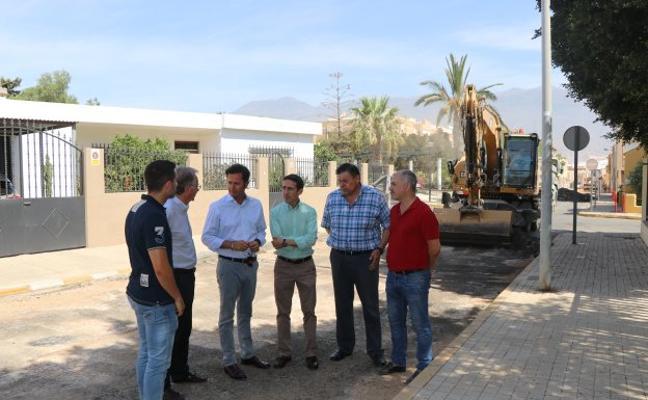 Satisfacción por el buen ritmo de los trabajos de pavimentación en El Ejido
