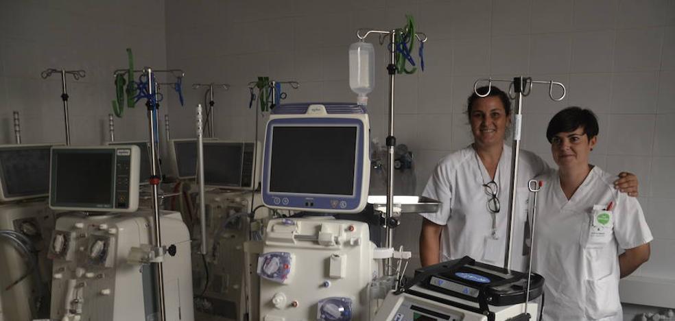 El Hospital ofrece a sus pacientes desde hace tres años la hemodiálisis en casa