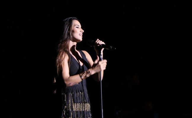 India Martínez presenta en El Ejido su 'Tour Secreto' ante un Auditorio con lleno absoluto