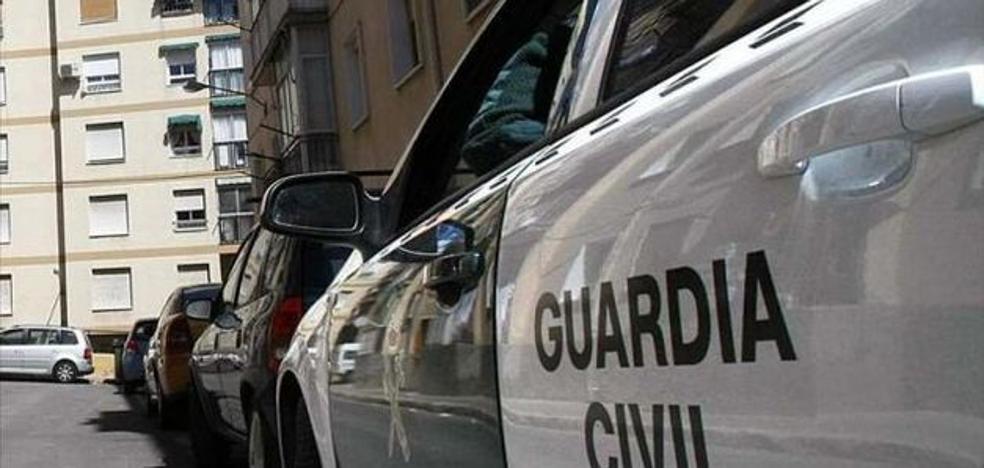 La Guardia Civil auxilia a una mujer con una crisis de ansiedad en Almerimar