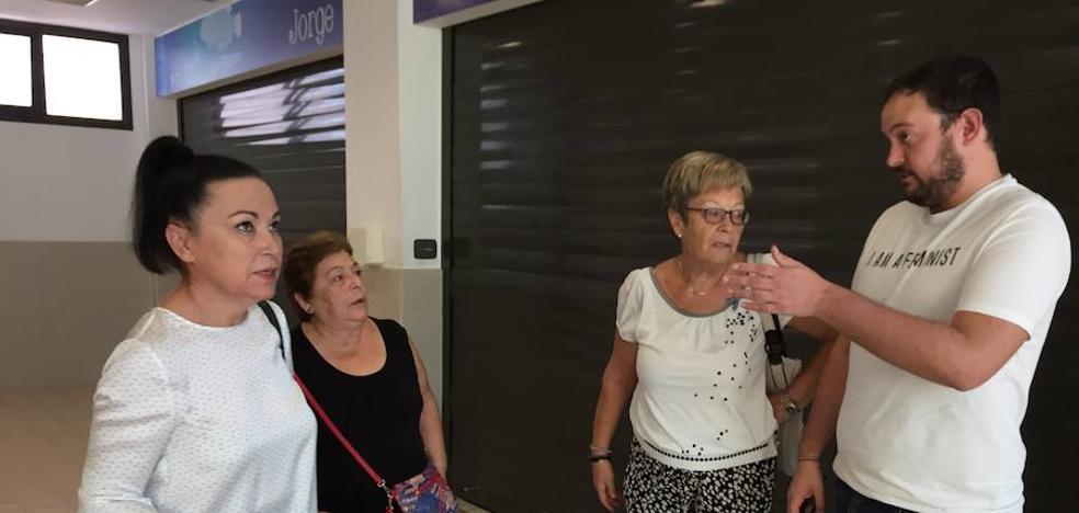 IU afirma que el Ayuntamiento «deja morir» a los mercados de abastos de El Ejido