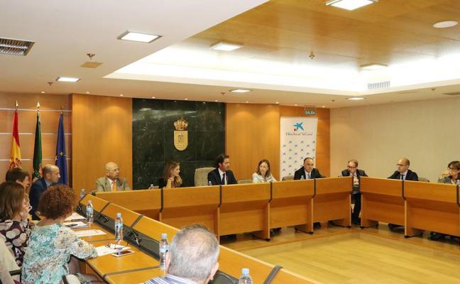 La Caixa, Junta y Ayuntamiento unen fuerzas para frenar y luchar contra la pobreza infantil