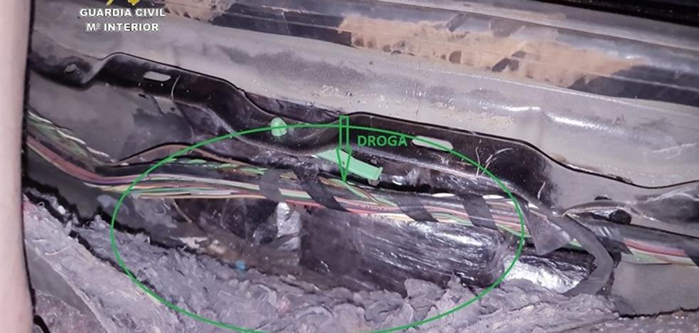 Detenido un vecino de El Ejido en el puerto de Tarifa por ocultar en un coche 233 kilos de hachís