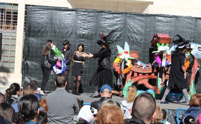 Luto y música en el Entierro de la Sardina y el adiós al carnaval