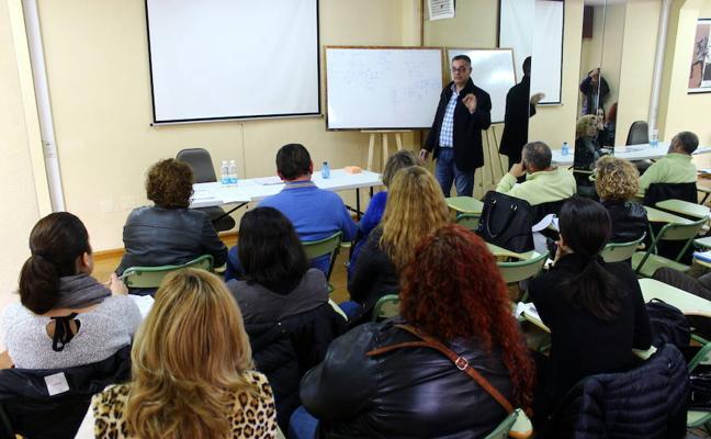 El Ayuntamiento lanza 46 propuestas de cursos y talleres de formación en el ocio