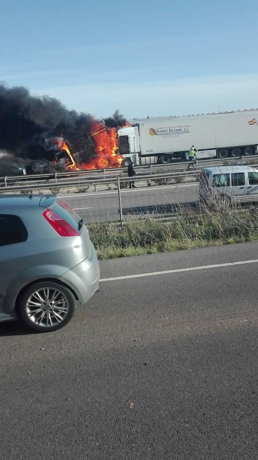 Un fallecido y varios heridos en una colisión múltiple en la autovía A7 a la altura de Las Norias