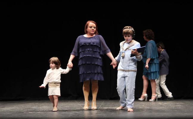 Los niños de la asociación Soy Especial y qué lucen la moda de la temporada en el Teatro Municipal
