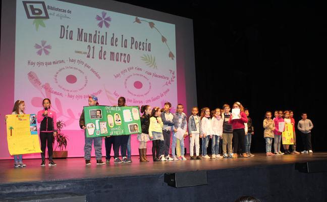 Más de 500 escolares de El Ejido conmemoran con versos el Día de la Poesía