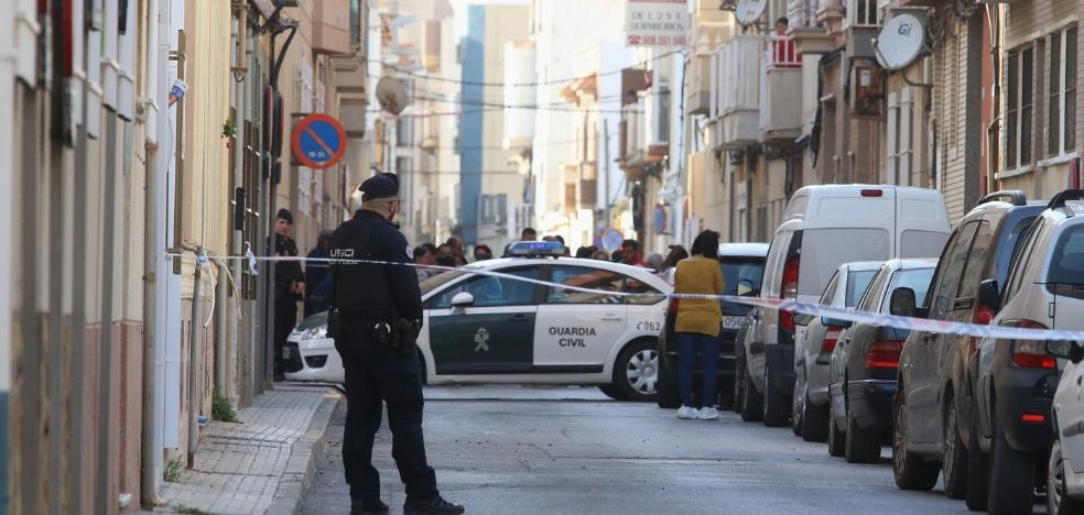 Apuñala a su hijo de nueve años en Balerma y llama a la Guardia Civil para avisar del crimen