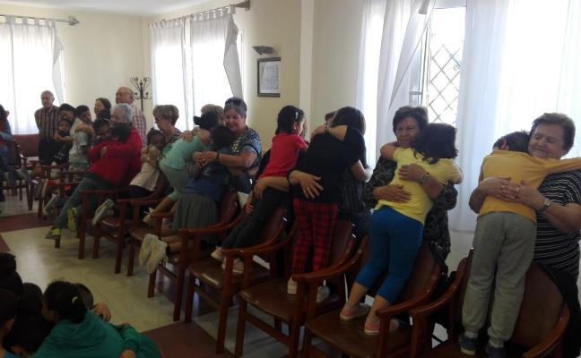 Alumnos del colegio Mirasierra comparten una jornada con los Mayores de Las Norias