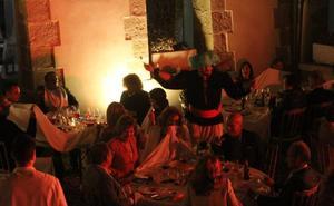 El Teatro Comestible brilla con un menú que sabe conjugar modernidad e historia con el Castillo de Guardias Viejas de escenario