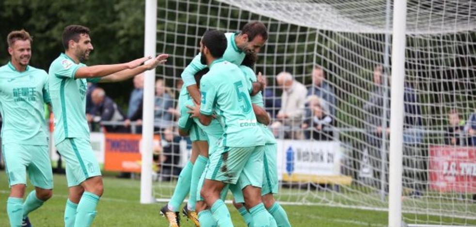 Joselu se destapa goleador de un Granada bien ajustado