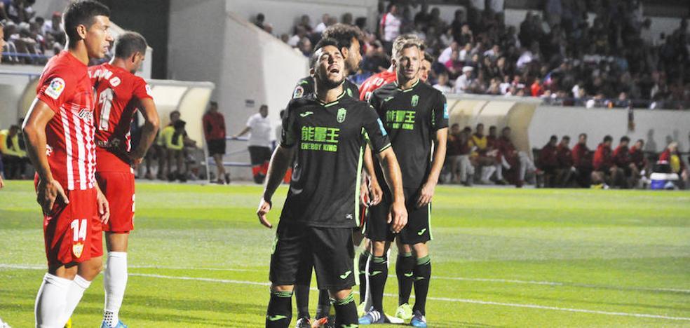 El Granada CF recibe un aviso del Almería