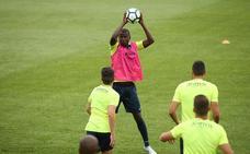Oltra incluye a Ramos en una convocatoria con diecinueve futbolistas