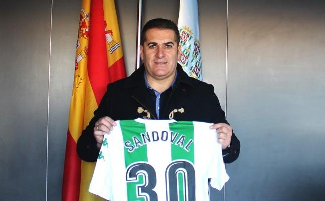 """Sandoval es presentado como nuevo entrenador del Córdoba y asegura que """"ha seguido mucho al Granada"""""""