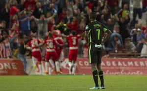 El Granada pasea su tristeza por Almería
