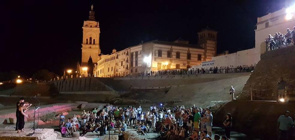 Guadix toma el teatro romano en la segunda sesión del programa 'Vini, Vidi, Amavi'