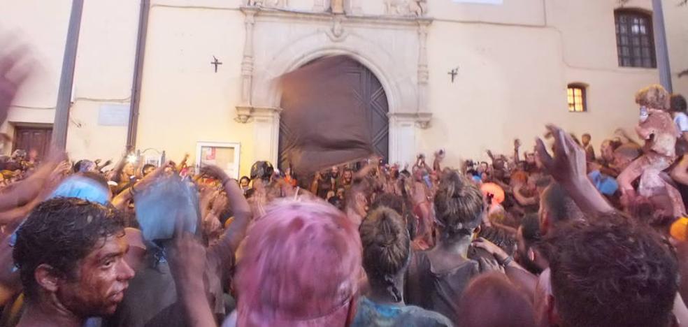 El Ayuntamiento instala un módulo con duchas al final del recorrido del Cascamorras