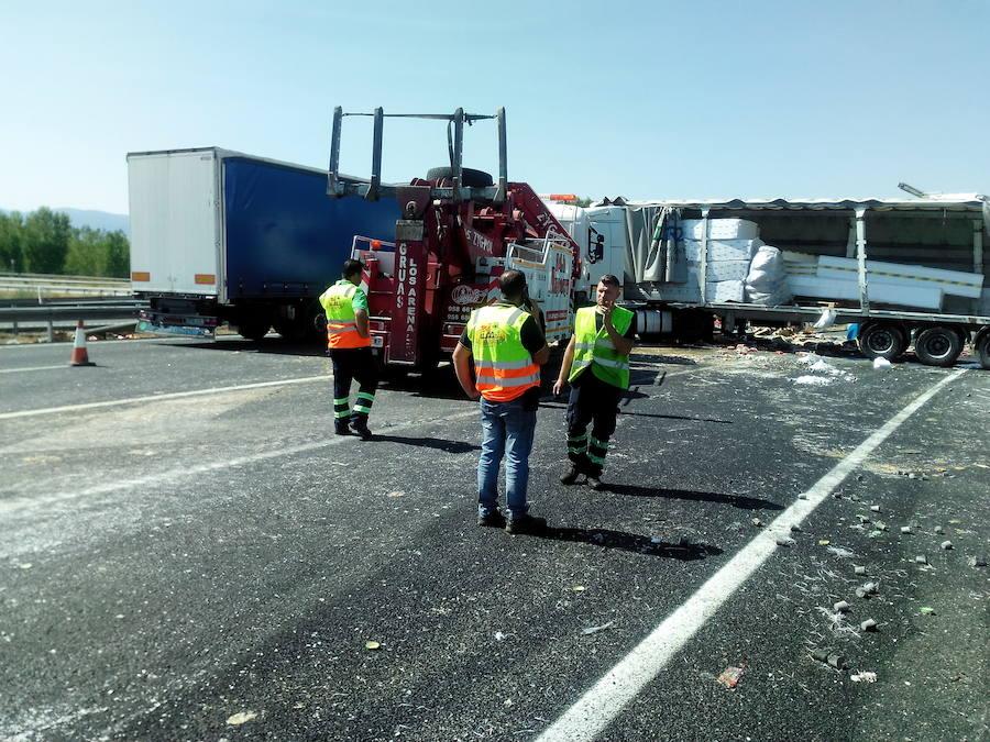 Aparatoso accidente en la A-92 a la altura de Guadix